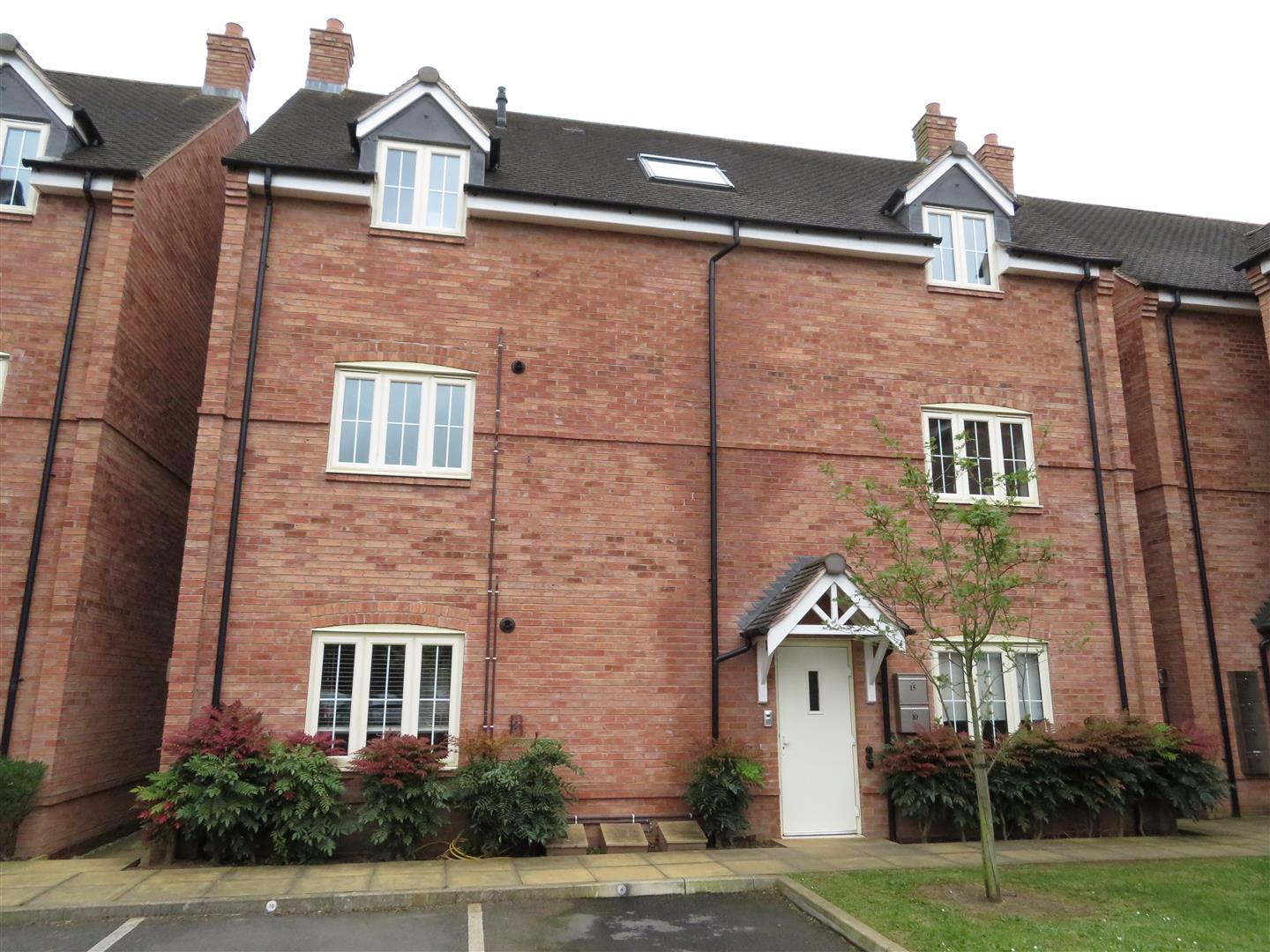 2 Bedrooms Flat for sale in Moseley Road, Hallow, Worcester